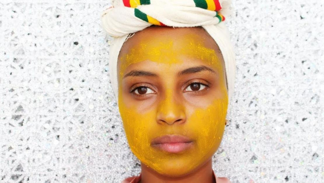 Yogurt and turmeric mask
