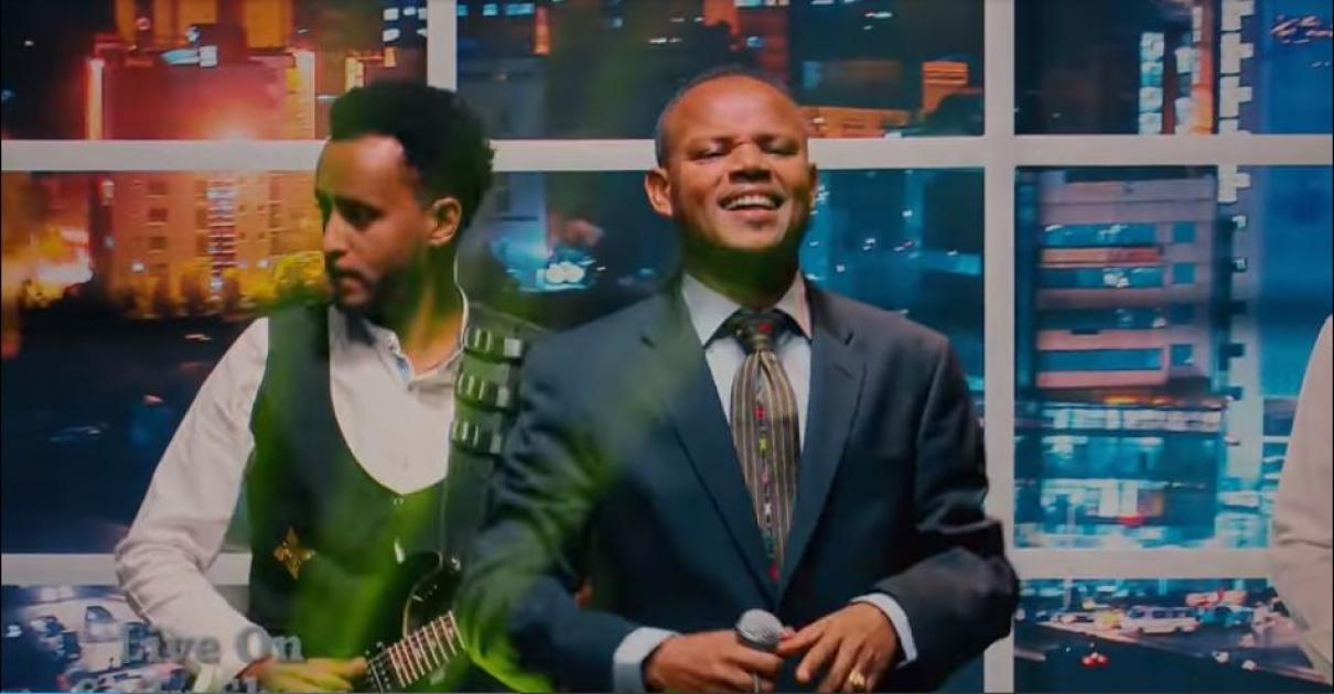Artist Yehune Belay with Seifu on EBS  - Live Performance